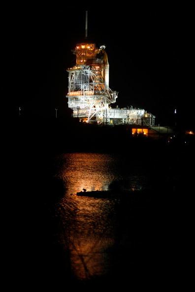 Space Shuttle Endeavor「NASA Prepares For Launch Of Space Shuttle Endeavour」:写真・画像(19)[壁紙.com]