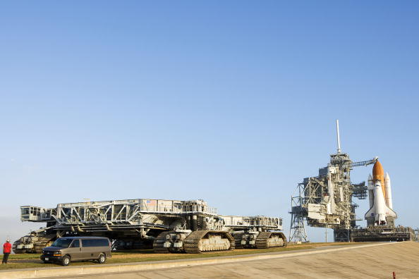 Kibo - ISS Module「Space Shuttle Endeavour Rolls Out To Launch Pad」:写真・画像(10)[壁紙.com]