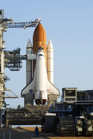 Kibo - ISS Module「Space Shuttle Endeavour Rolls Out To Launch Pad」:写真・画像(12)[壁紙.com]