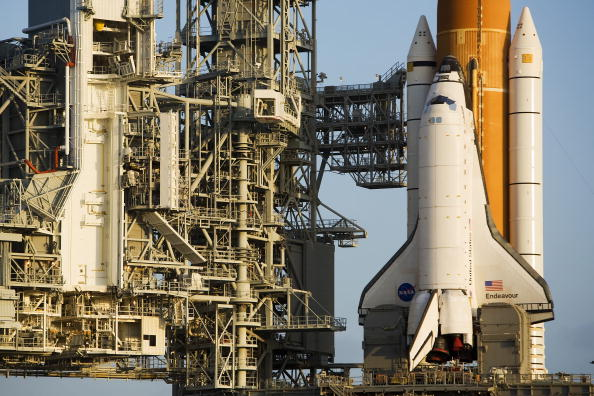 Kibo - ISS Module「Space Shuttle Endeavour Rolls Out To Launch Pad」:写真・画像(9)[壁紙.com]