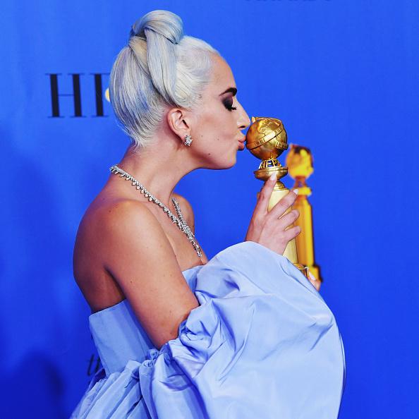 Golden Globe Award trophy「76th Annual Golden Globe Awards - Press Room」:写真・画像(9)[壁紙.com]
