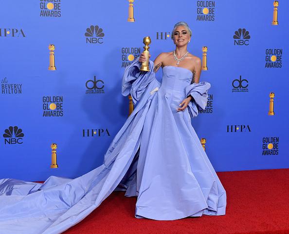 Golden Globe Award trophy「76th Annual Golden Globe Awards - Press Room」:写真・画像(12)[壁紙.com]