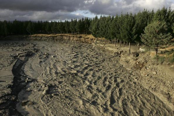 Wanganui - New Zealand「Mudflow From Mt. Ruapehu Crater Makes It To Sea」:写真・画像(13)[壁紙.com]