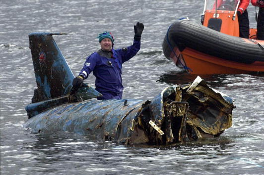 "Transportation「""Bluebird"" Speedboat Raised 34 Years After Crash」:写真・画像(11)[壁紙.com]"