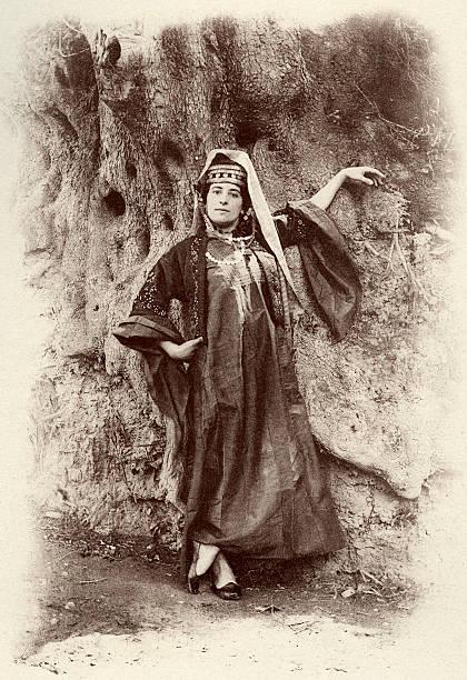 Bethlehem   woman wearing local costume in   1894:ニュース(壁紙.com)