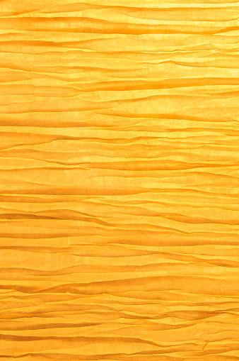 和柄「禅のようなしわ加工紙を背景にゴールドの光をバックライト」:スマホ壁紙(4)