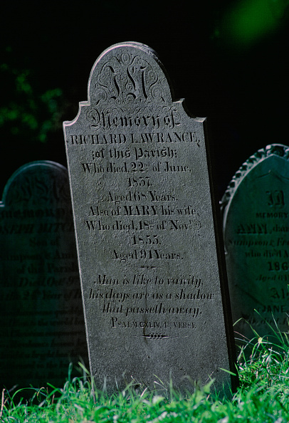 Side Lit「Gravestones, Churchyard, Cornwall, UK」:写真・画像(4)[壁紙.com]