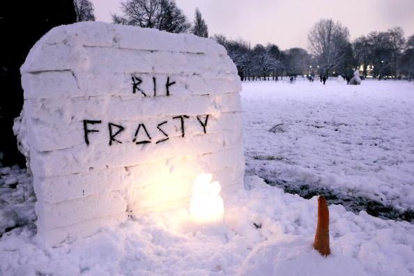 雪だるま「Heavy Snow Falls Across United Kingdom」:写真・画像(15)[壁紙.com]