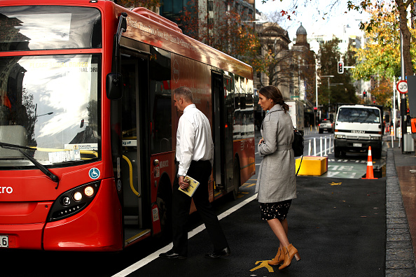 Bus「New Zealanders Return To Normal Life Under COVID-19 Alert Level 1 As Country Records No Active Cases」:写真・画像(7)[壁紙.com]