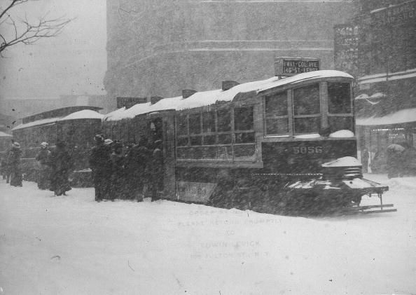 Snow「People Boarding Street Cars In NYC」:写真・画像(16)[壁紙.com]