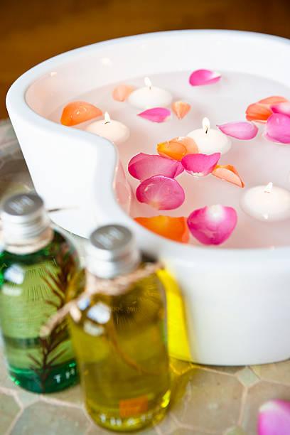 Massage oils with petals floating on water:スマホ壁紙(壁紙.com)