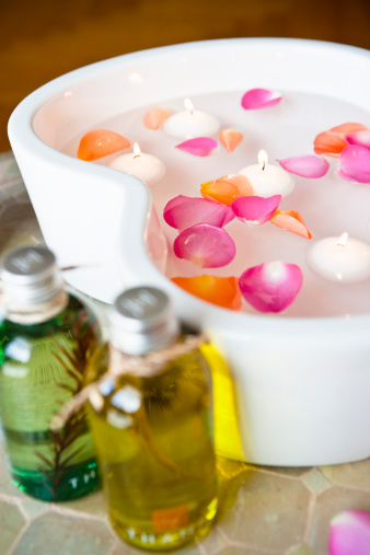 花「Massage oils with petals floating on water」:スマホ壁紙(11)