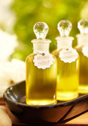 Massage Oil「Massage oil and bottles at spa」:スマホ壁紙(19)