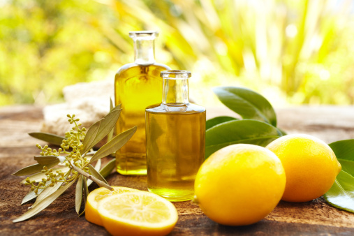 Aromatherapy Oil「Massage oil bottles at spa outdoors with lemons」:スマホ壁紙(7)