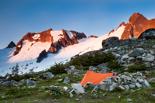 North Cascades National Park「A tent sits near the Cascade Glacier on the Ptarmigan Traverse, North Cascades, Washington」:スマホ壁紙(7)