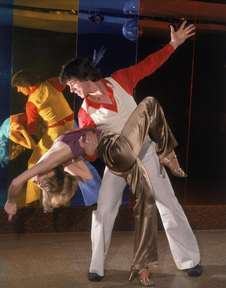 Clubbing「Couple disco dancing」:写真・画像(15)[壁紙.com]
