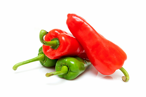 Cayenne Pepper「Vegetable: Red peppers and green peppers isolated on white background」:スマホ壁紙(3)
