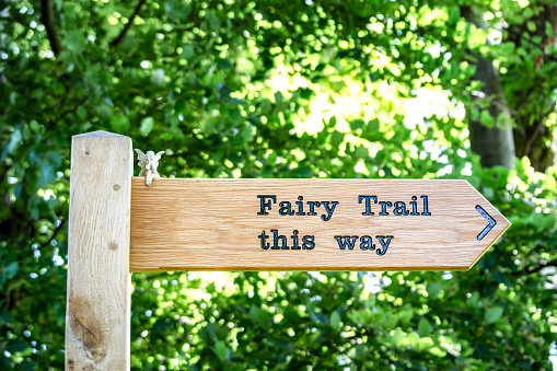 East Lothian「UK, Scotland, East Lothian, sign post to fairy trail」:スマホ壁紙(7)