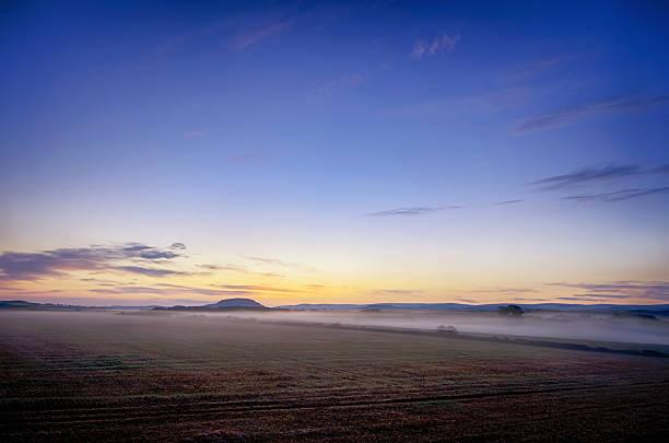 UK, Scotland, East Lothian, Haddington, sunrise above field:スマホ壁紙(壁紙.com)
