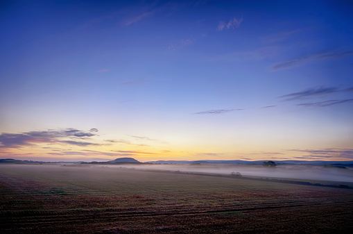 East Lothian「UK, Scotland, East Lothian, Haddington, sunrise above field」:スマホ壁紙(14)