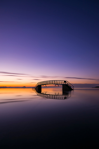East Lothian「Scotland, East Lothian, Dunbar, submerged Belhaven Bridge at sunset」:スマホ壁紙(19)
