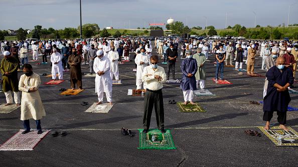 Religious Celebration「Eid Al Adha Prayers Held At Outdoor Stadium During COVID-19 Pandemic」:写真・画像(4)[壁紙.com]