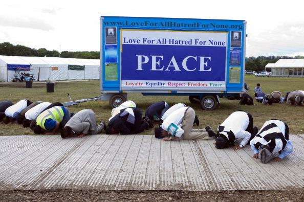 Tom Stoddart Archive「Praying For Peace」:写真・画像(3)[壁紙.com]