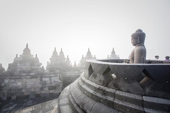 Buddha「Indonesian Buddhists Celebrate The Vesak Day 2559 BE」:写真・画像(2)[壁紙.com]