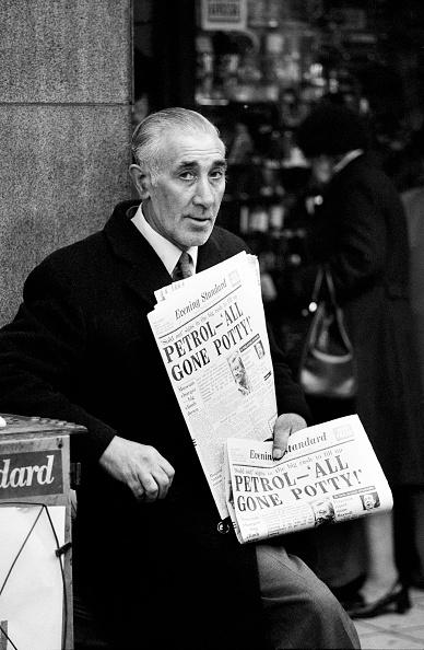 Evening Standard「Newspaper Vendor」:写真・画像(10)[壁紙.com]