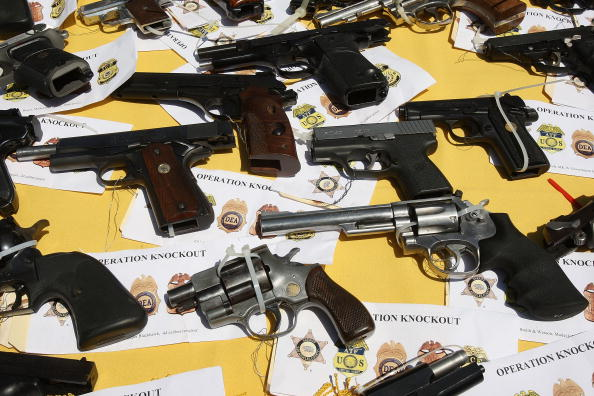 Gang「Law Enforcement Officials Announce Large Scale Drug Bust」:写真・画像(1)[壁紙.com]