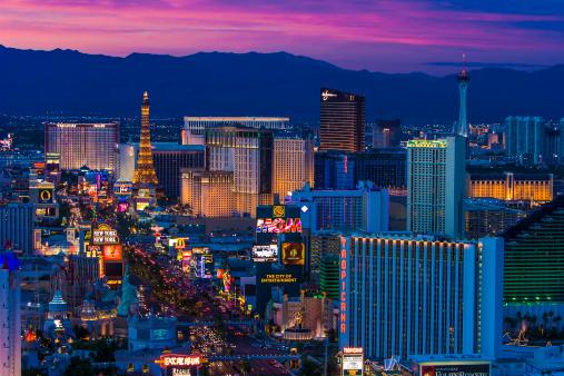 Avenue「Las Vegas skyline and the Strip at dusk」:スマホ壁紙(8)