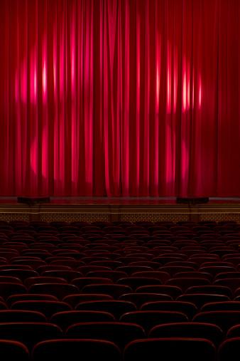 ベロア「暗めの劇場、レッドのベルベットのカーテン」:スマホ壁紙(0)