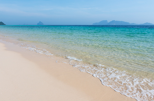 Andaman Sea「Gentle waves on sandy beach with turquoise water」:スマホ壁紙(19)