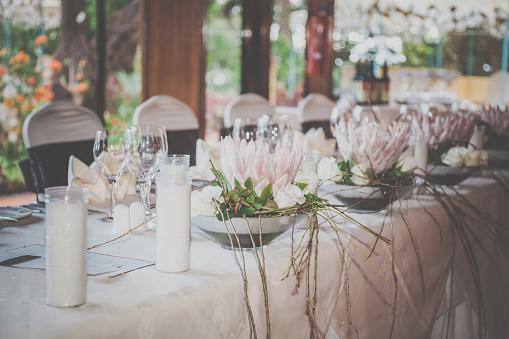 結婚「結婚式誕生日レセプション装飾、椅子、テーブル、花」:スマホ壁紙(15)