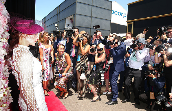 Melbourne Cup Carnival「Celebrities Attend Oaks Day」:写真・画像(14)[壁紙.com]