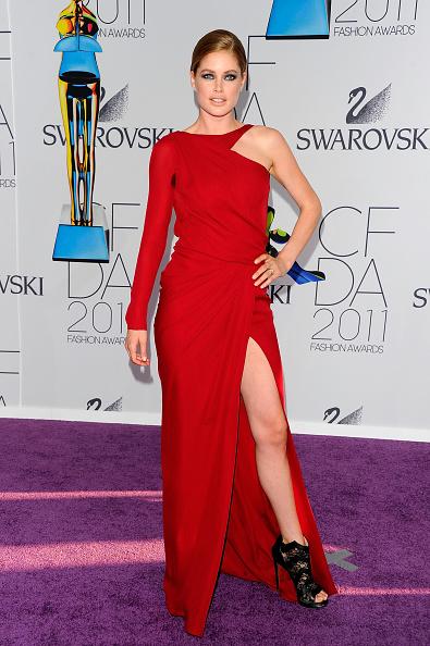Asymmetric Dress「2011 CFDA Fashion Awards - Arrivals」:写真・画像(13)[壁紙.com]