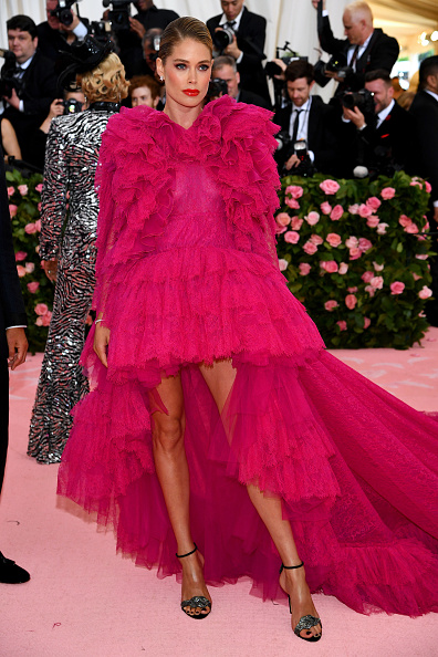 Silver Colored「The 2019 Met Gala Celebrating Camp: Notes on Fashion - Arrivals」:写真・画像(5)[壁紙.com]