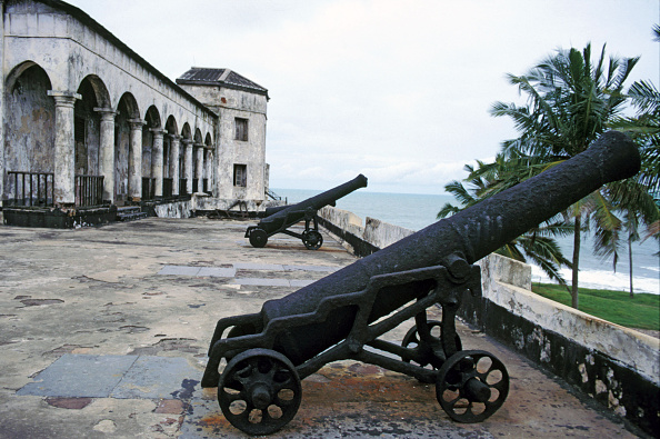 Castle「Gold Coast Slaving Fort. Canons at Elmina Castle the vile slaving fort from which slave were shipped to the New World during the 18/19 centuries. Sunday 2 June 1985.」:写真・画像(17)[壁紙.com]