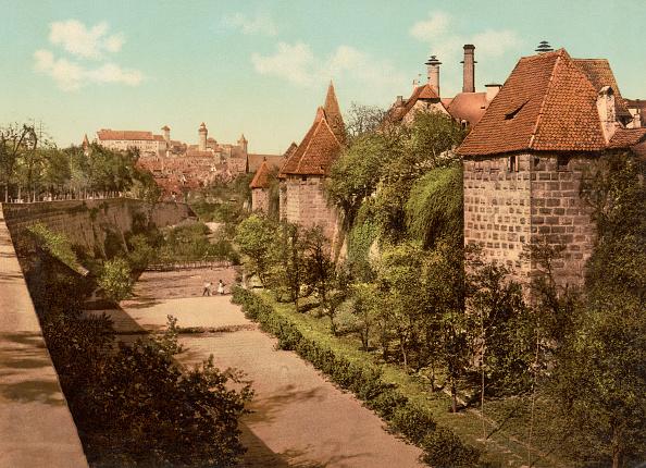 Footpath「Nuremberg Wall」:写真・画像(1)[壁紙.com]