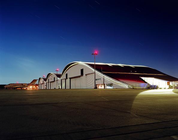 Outdoors「Hangars at Farnborough airport, UK.」:写真・画像(8)[壁紙.com]