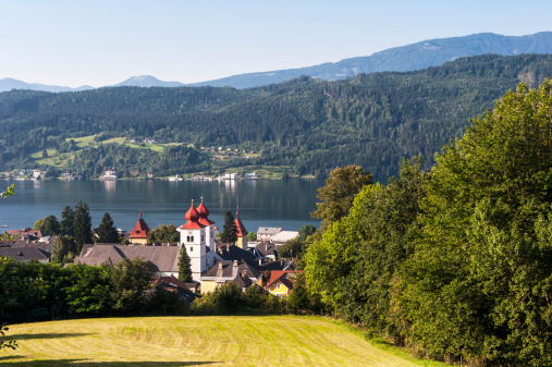 Abbey - Monastery「Austria, Carinthia, View of Millstatter See and Millstatt Abbey」:スマホ壁紙(8)