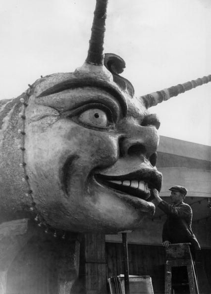 Season「The amusement park Dreamland in Margate is being prepared for the new season, A grotesque figure is painted, Photograph, England, 16th April 1937」:写真・画像(5)[壁紙.com]
