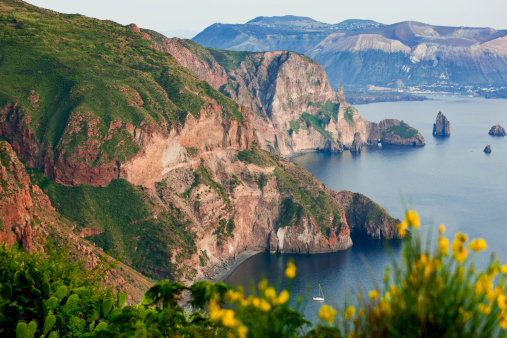 Focus On Background「Vulcano island from Lipari island, Sicily, Italy」:スマホ壁紙(10)