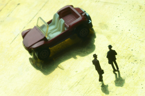 Durability「Two miniature figurines with toy vehicle」:スマホ壁紙(15)