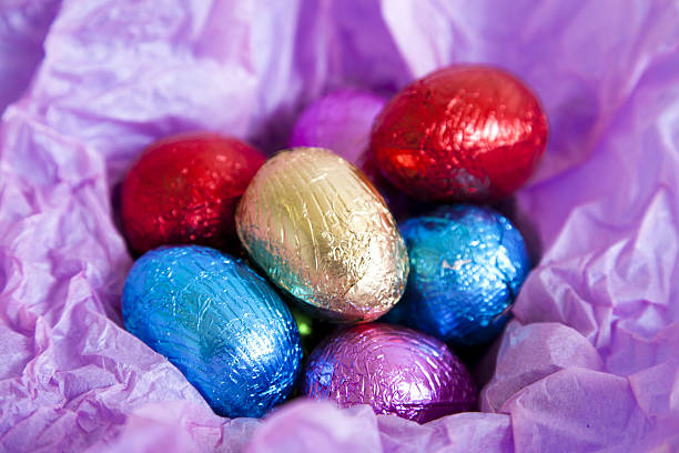 Multi colored foil covered Easter eggs:スマホ壁紙(壁紙.com)