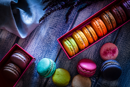 Bakery「Multi colored macaroons in two boxes」:スマホ壁紙(6)