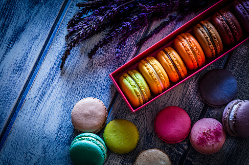 France「Multi colored macaroons in a box shot on blue table」:スマホ壁紙(0)