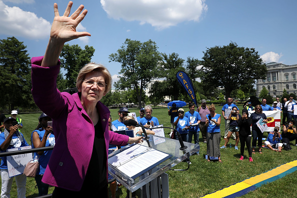USA「Sen. Schumer And Senate Democrats Speak At Capitol Hill Rally Against Trump's Cut To Education Budget」:写真・画像(12)[壁紙.com]