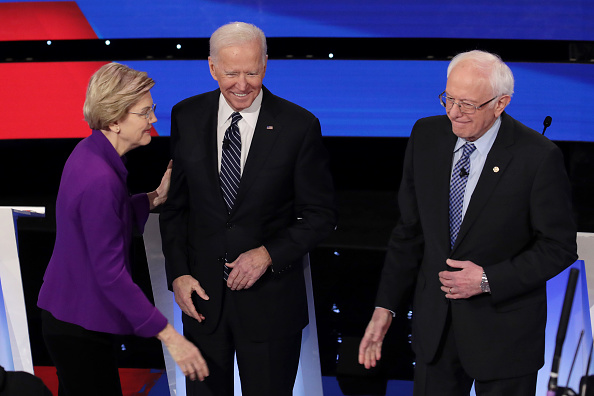 Scott Olson「Democratic Presidential Candidates Participate In Presidential Primary Debate In Des Moines, Iowa」:写真・画像(12)[壁紙.com]