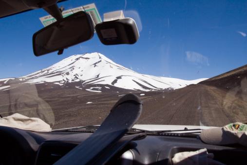 スノーボード「Volcan Lonquimay in Chile seen through the windshield of a car」:スマホ壁紙(17)